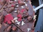 RockyRoad-tårta med hallonpuré
