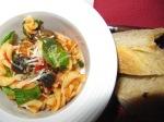 Fusilli i tomatsås med kapris och oliver